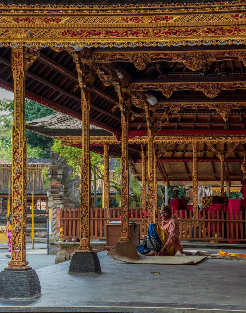 temple prayer bali indonesia
